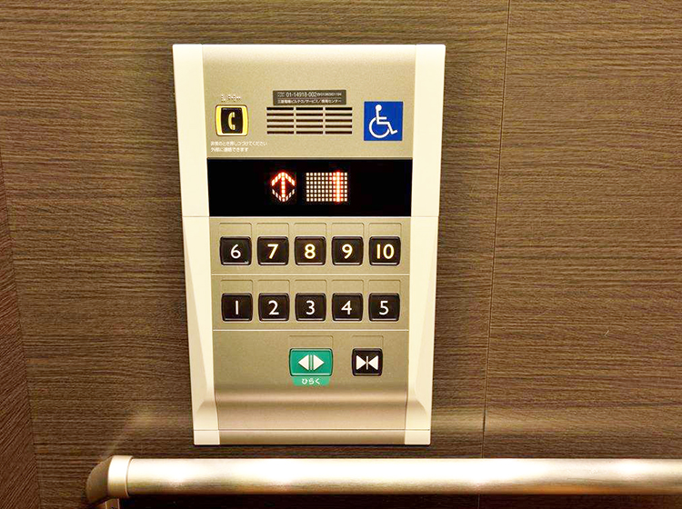 What's the difference between a barrier-free elevator and a common elevator?